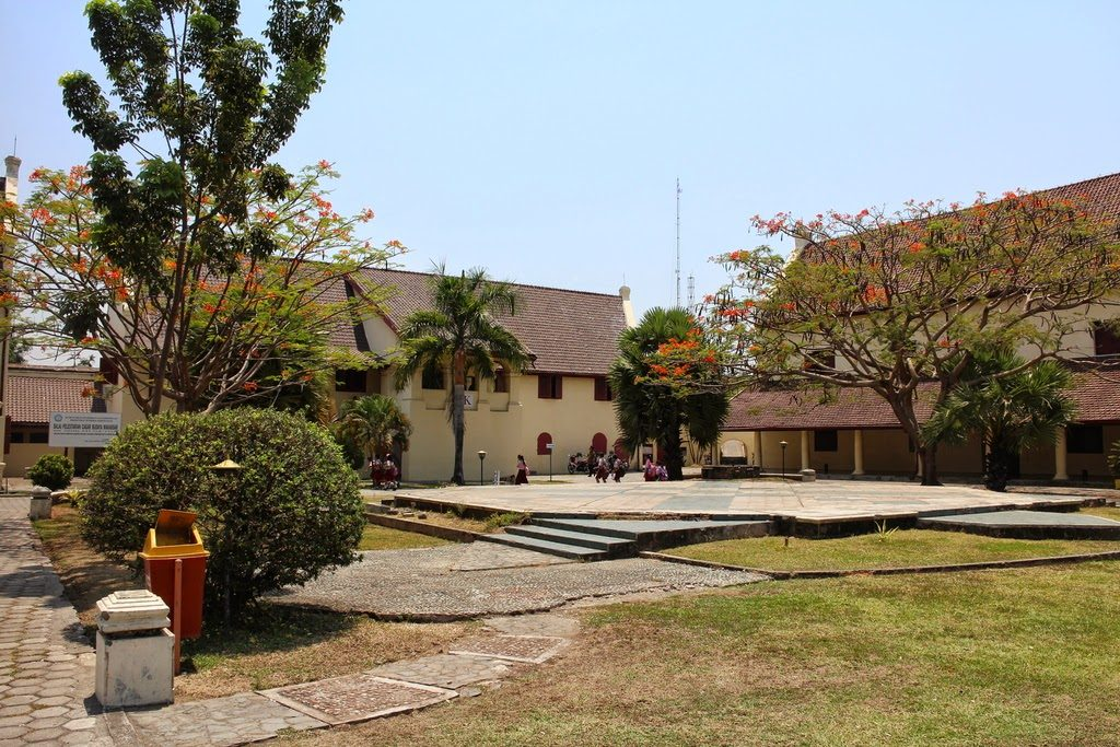 Exponentielle, fonction, suite, variation, somme, terminale, Fort Rotterdam,  Makassar