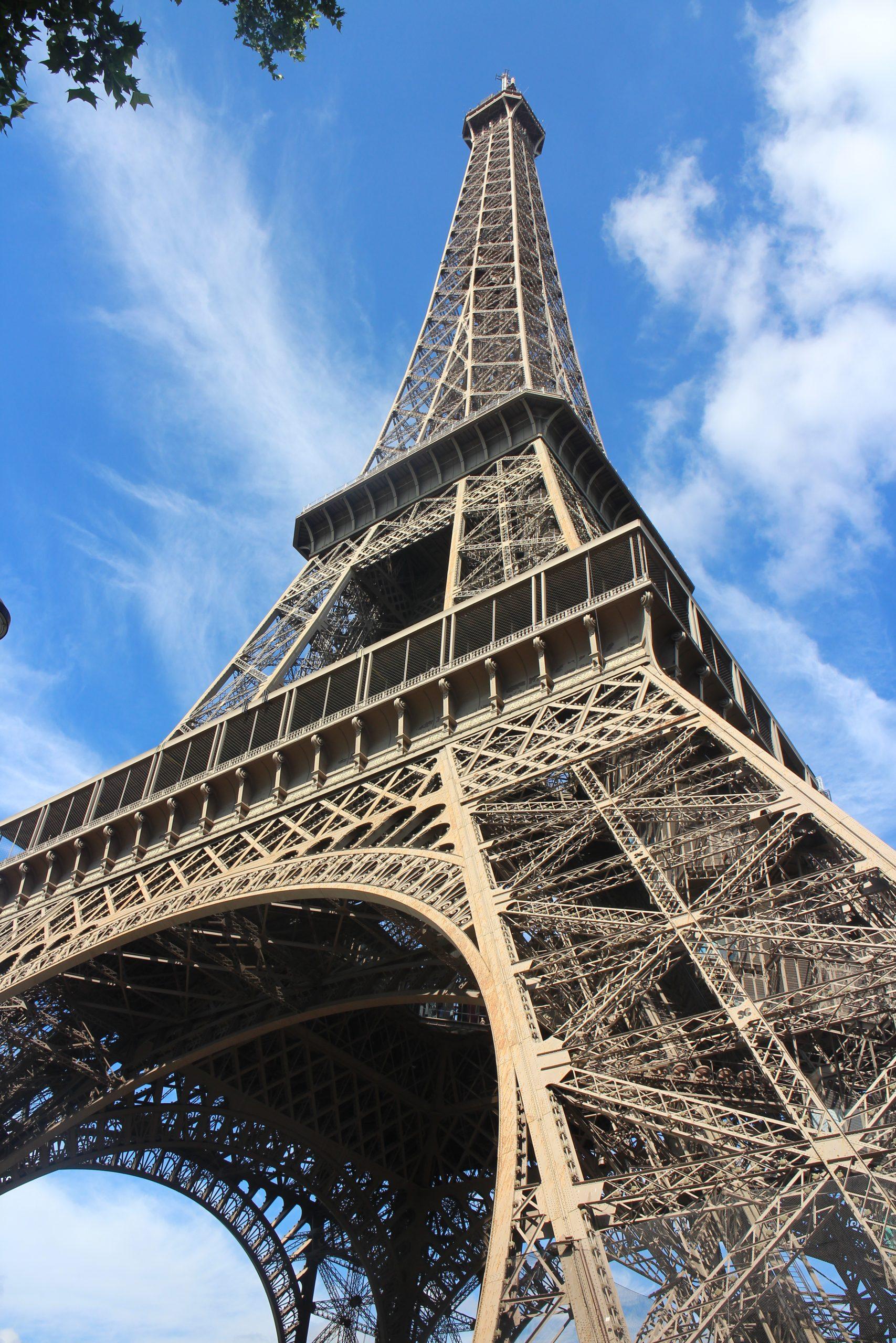 Lois continues, normale, écart-type, moyenne, terminale, Tour Eiffel, Paris