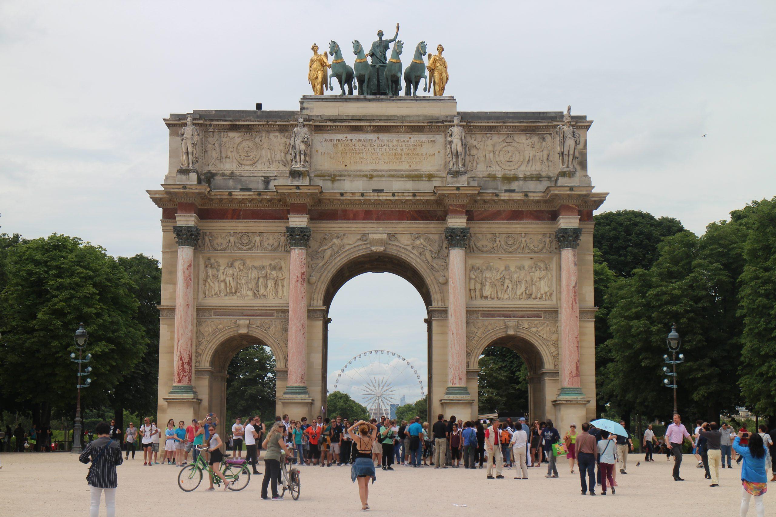 Produits scalaires, triangle, distances, angles, aire, première, Arc de triomphe du Carrousel, Paris