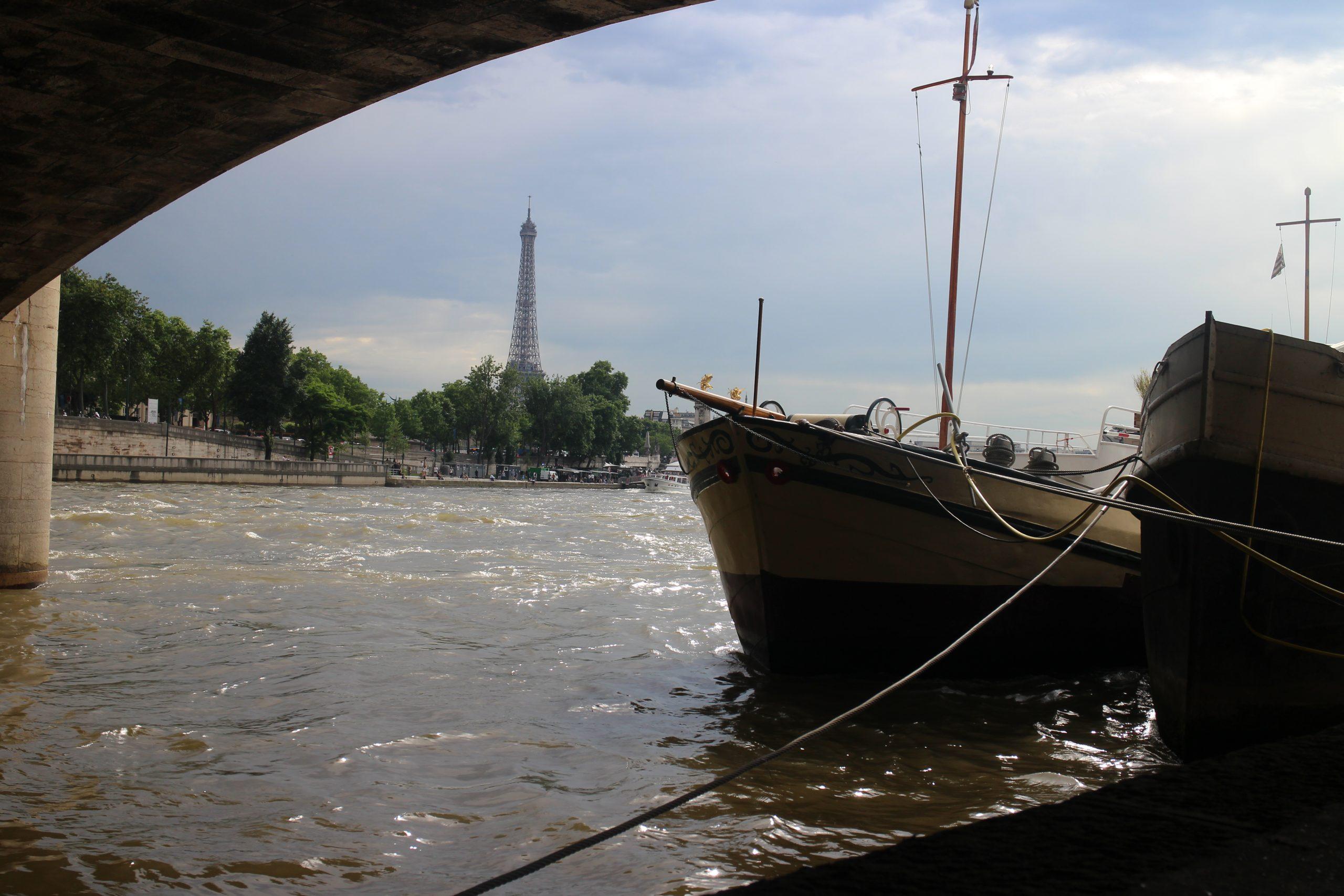 Vecteurs, droites, équations cartésiennes, parallèles, première, La Seine, Paris